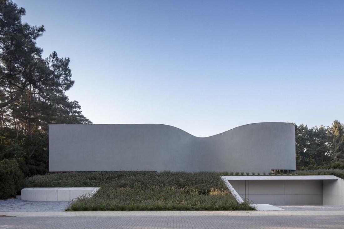 Футуристический дизайн виллы MQ в Бельгии от архитектурной студии Office O 1