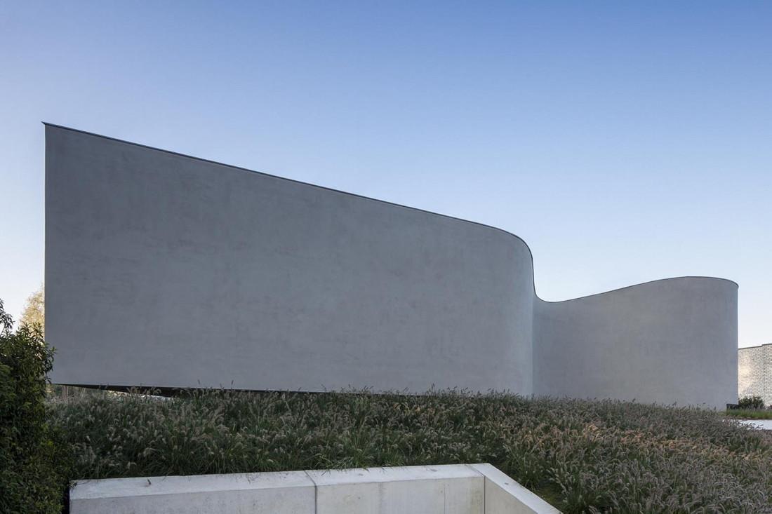Футуристический дизайн виллы MQ в Бельгии от архитектурной студии Office O 5