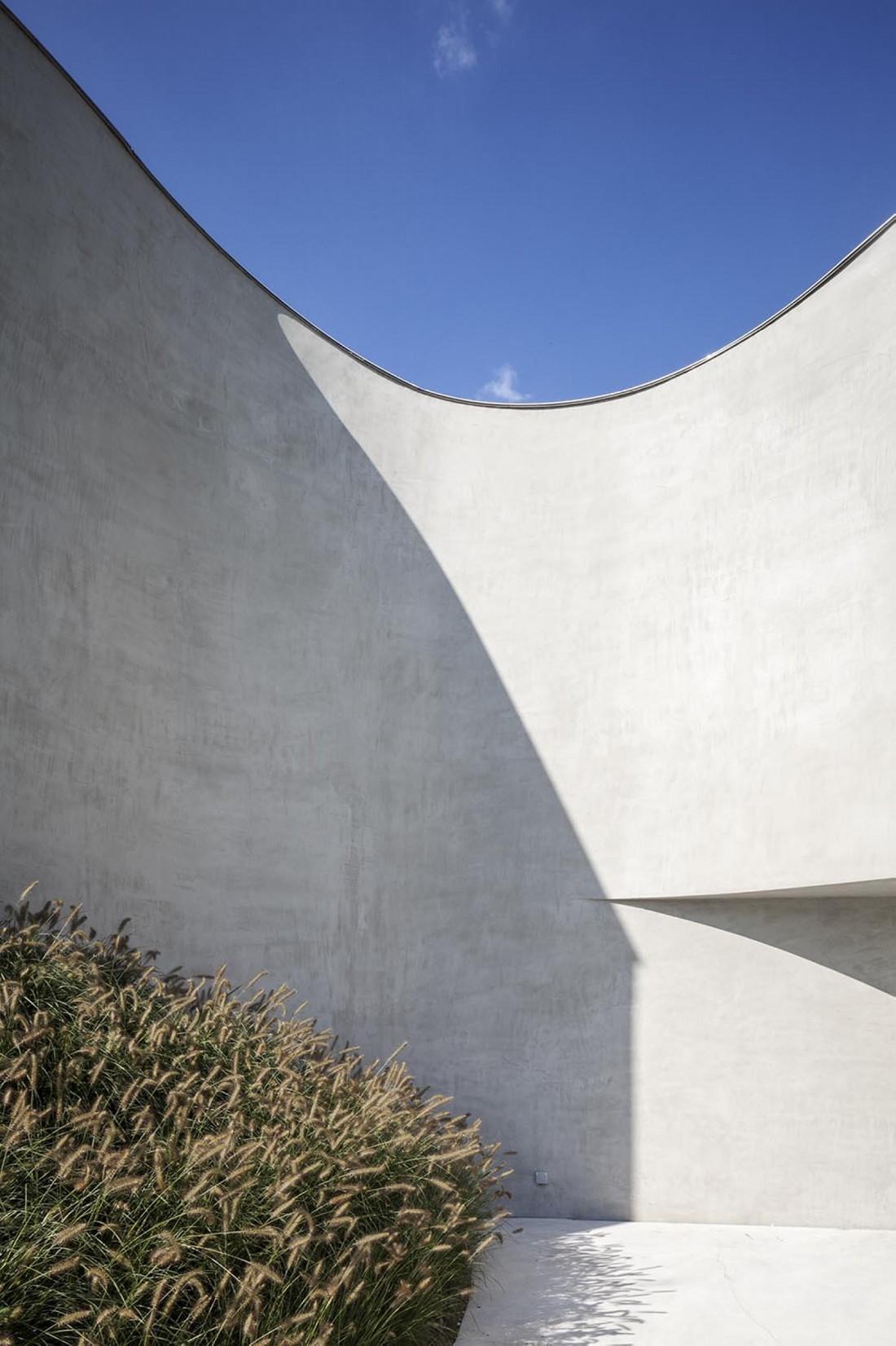Футуристический дизайн виллы MQ в Бельгии от архитектурной студии Office O 6