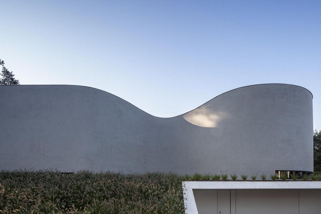 Футуристический дизайн виллы MQ в Бельгии от архитектурной студии Office O 7