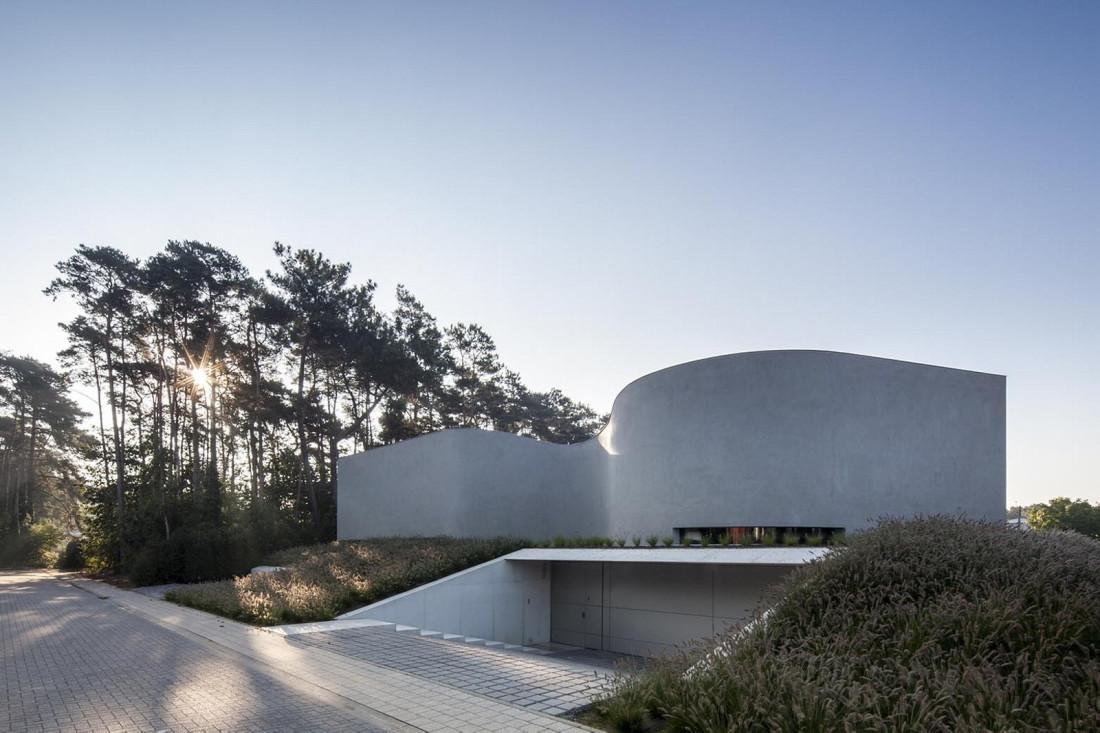 Футуристический дизайн виллы MQ в Бельгии от архитектурной студии Office O 8