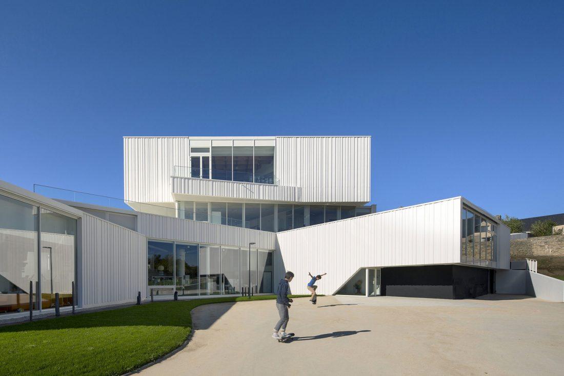 Культурный центр в Baud, Франция, от Studio 02 фото 1