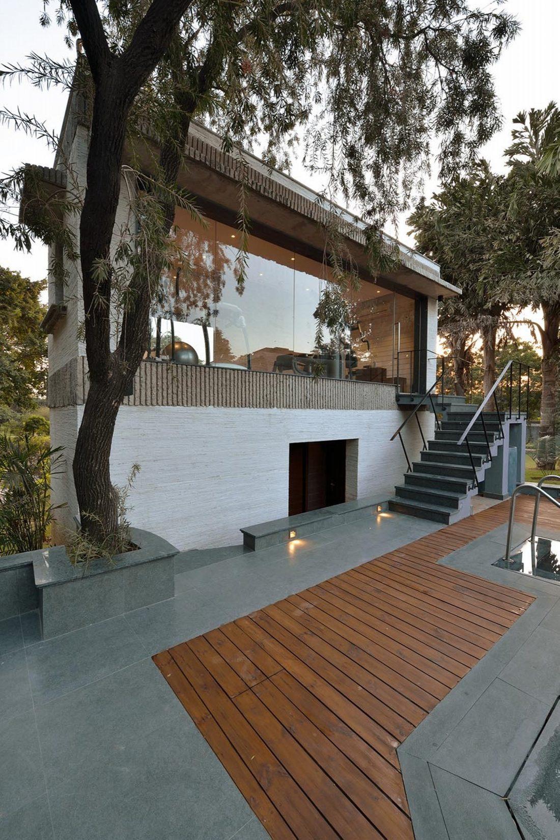 Необычный дом Pool House в Индии от студии 42mm Architecture 11
