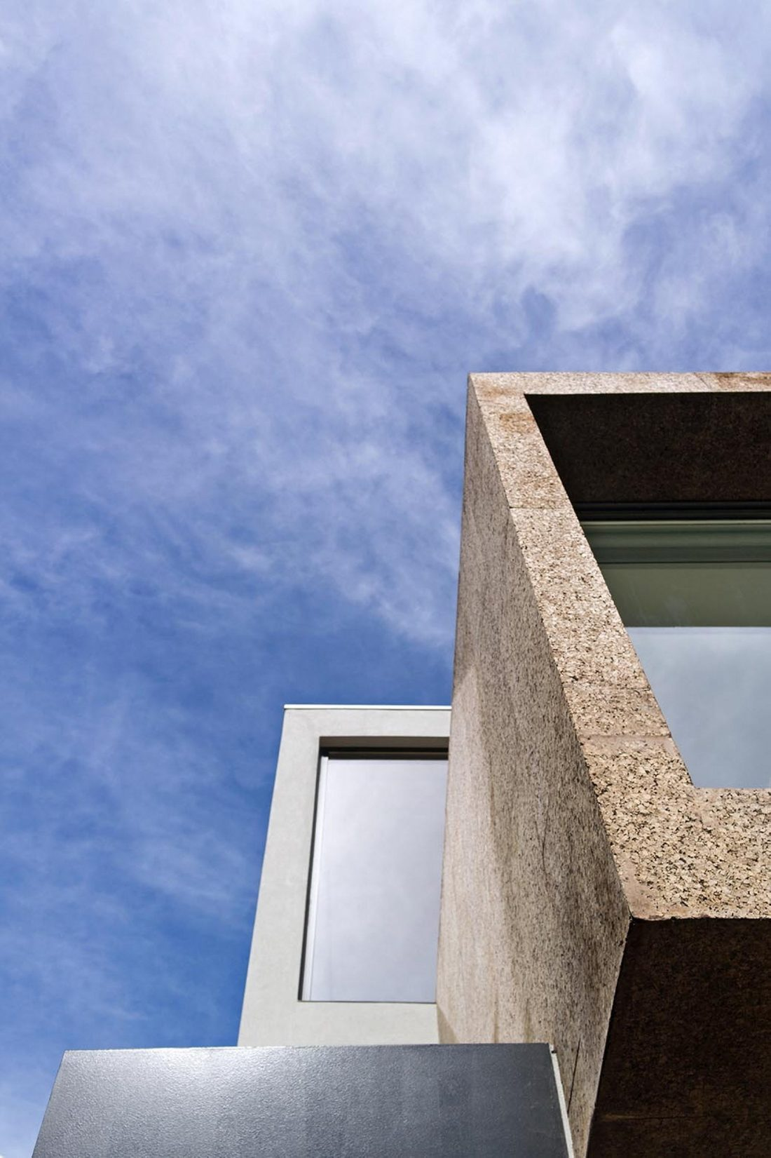 Реконструкция старинного дома Bonjardim House в Португалии по проекту ATKA arquitectos 10