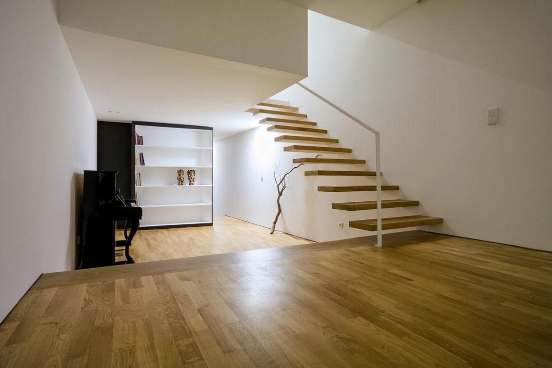 Реконструкция старинного дома Bonjardim House в Португалии по проекту ATKA arquitectos 11