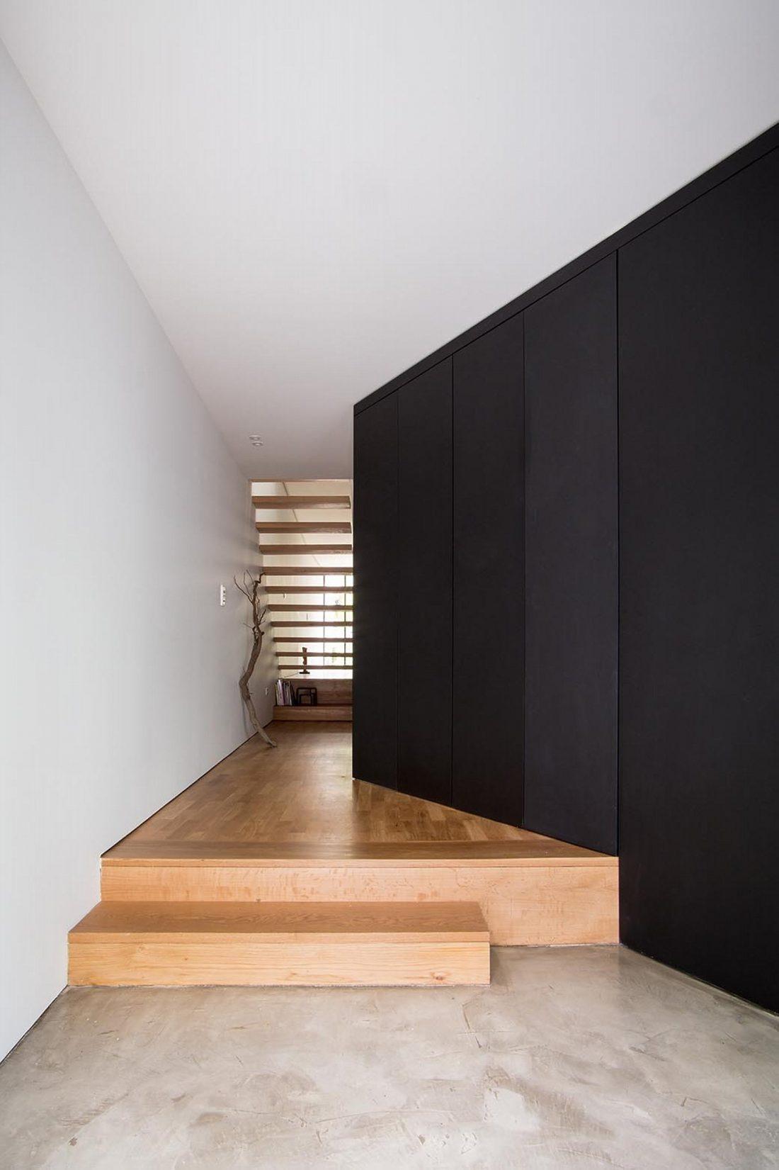 Реконструкция старинного дома Bonjardim House в Португалии по проекту ATKA arquitectos 12