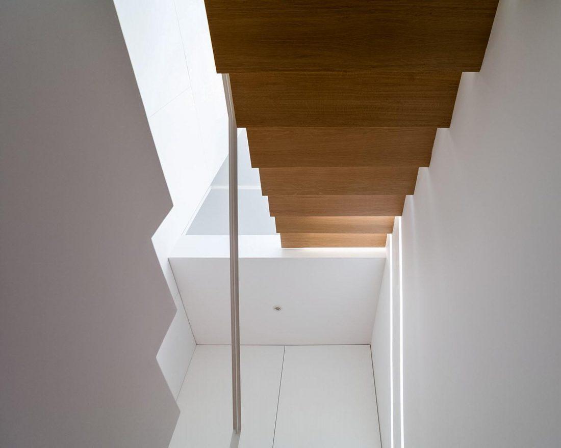 Реконструкция старинного дома Bonjardim House в Португалии по проекту ATKA arquitectos 18