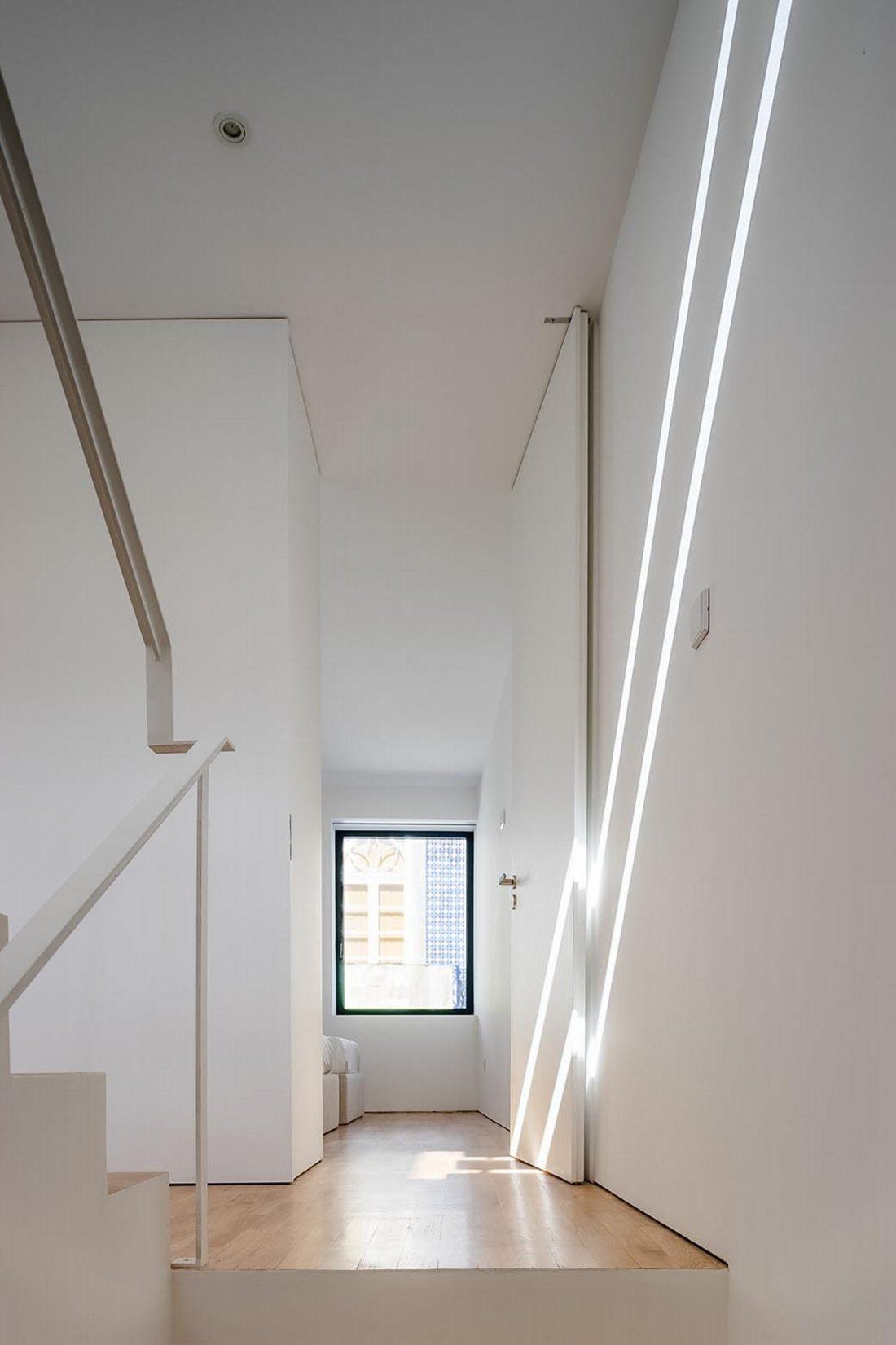 Реконструкция старинного дома Bonjardim House в Португалии по проекту ATKA arquitectos 27