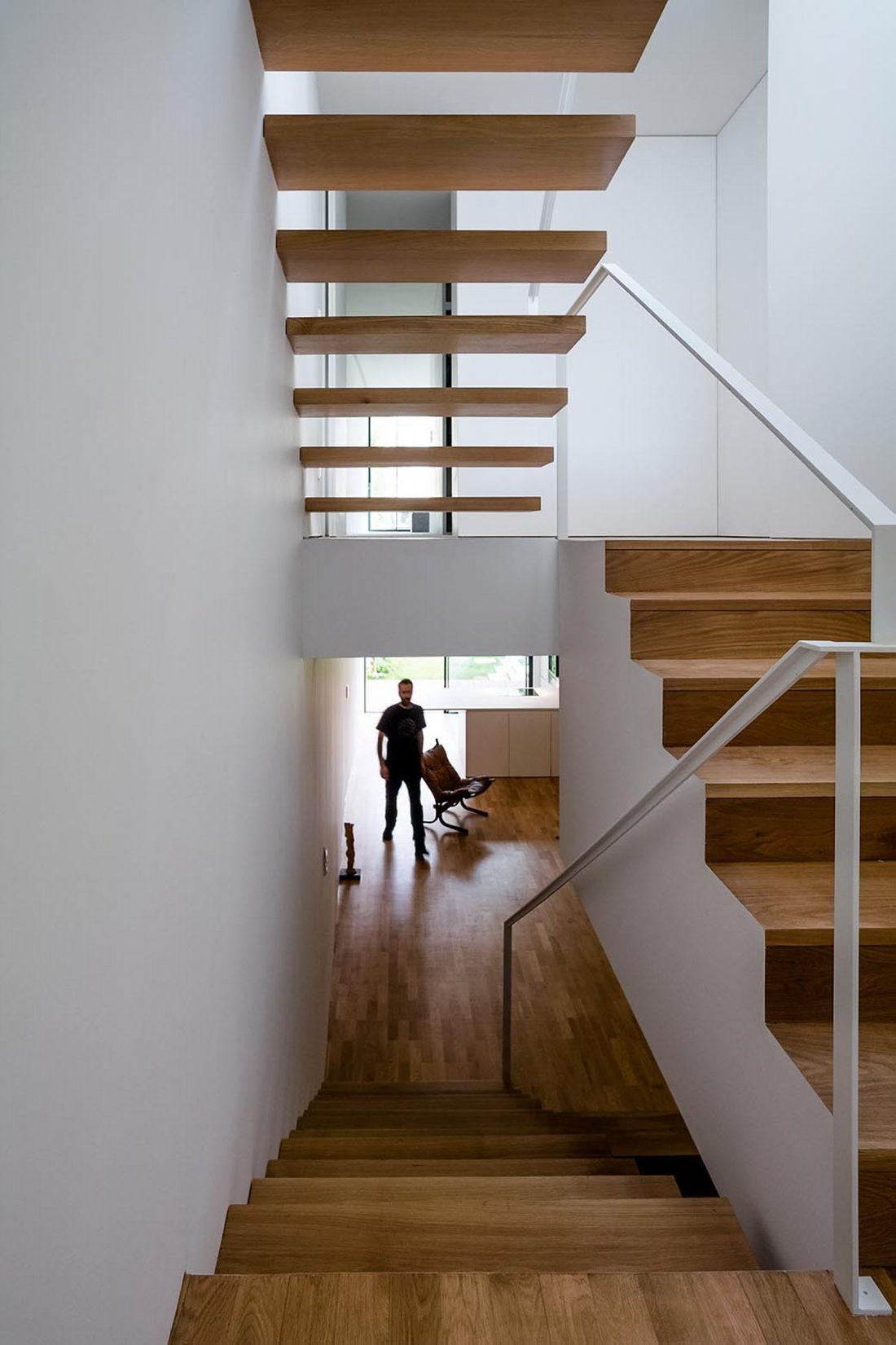 Реконструкция старинного дома Bonjardim House в Португалии по проекту ATKA arquitectos 28