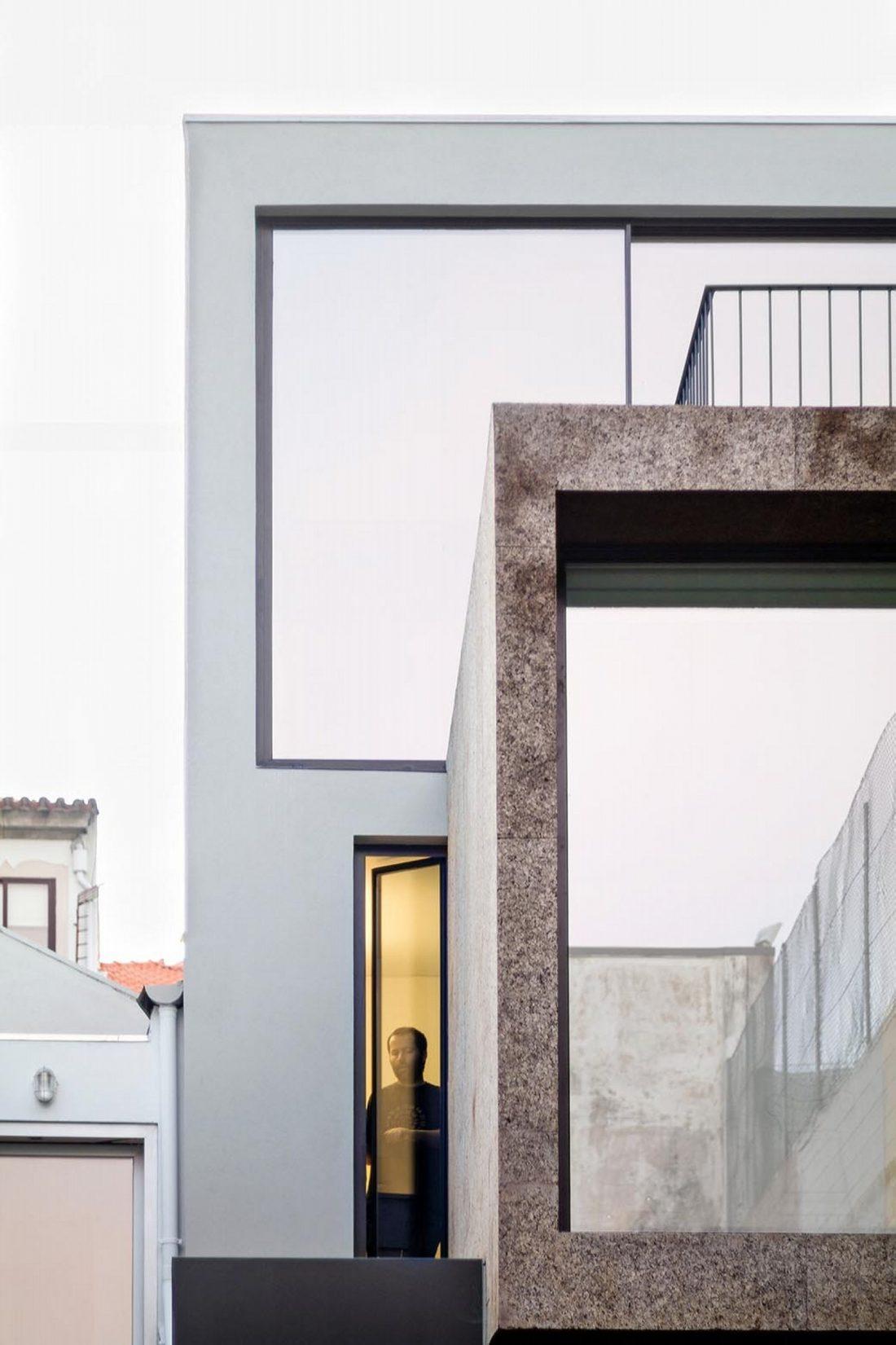Реконструкция старинного дома Bonjardim House в Португалии по проекту ATKA arquitectos 3