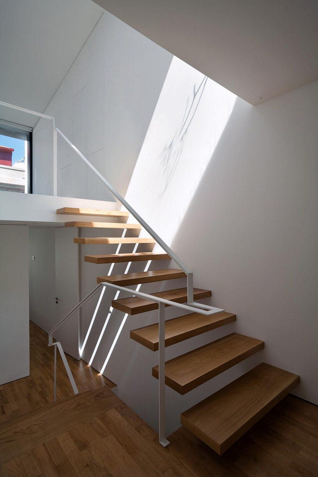 Реконструкция старинного дома Bonjardim House в Португалии по проекту ATKA arquitectos 31