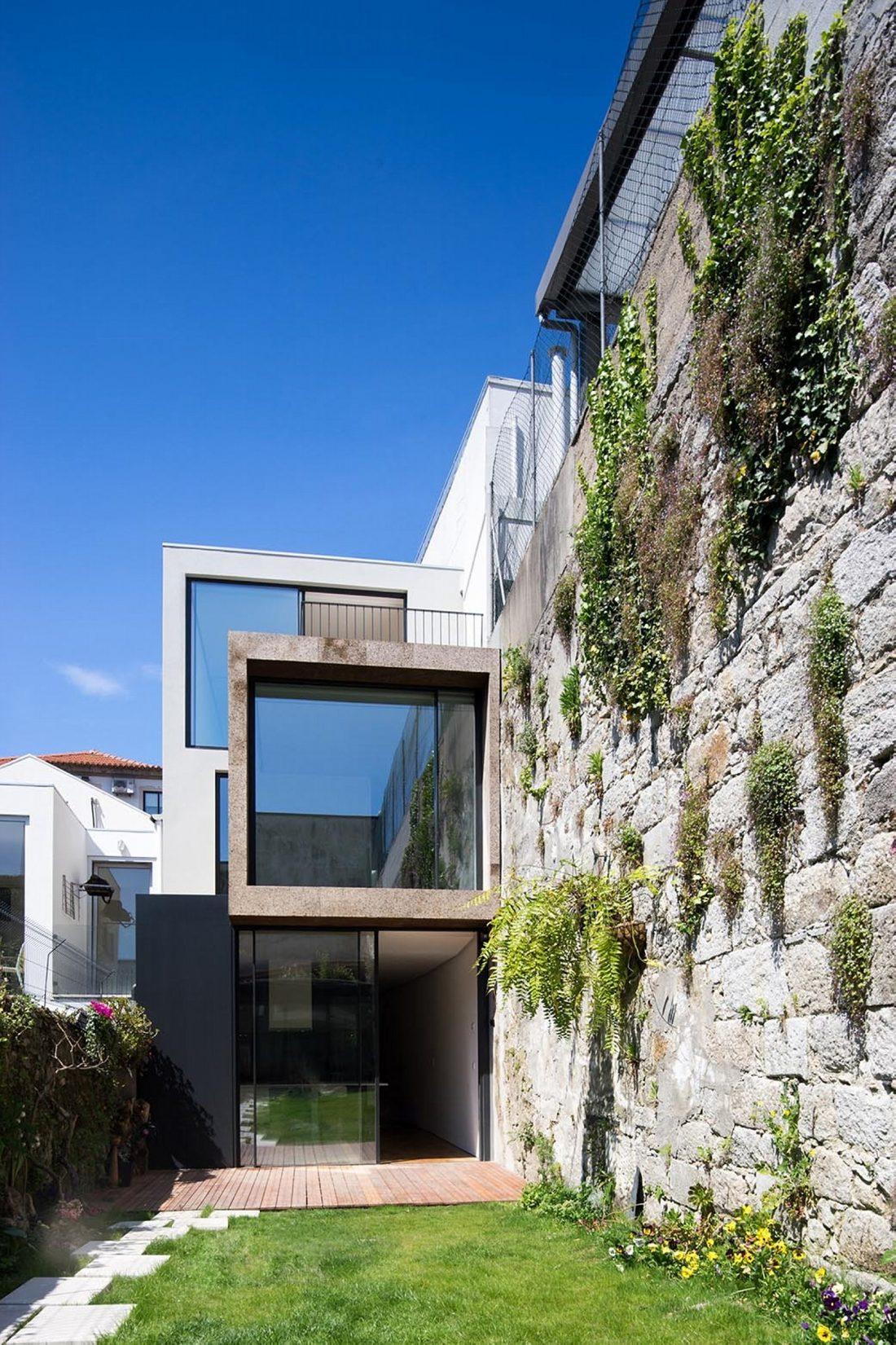 Реконструкция старинного дома Bonjardim House в Португалии по проекту ATKA arquitectos 9