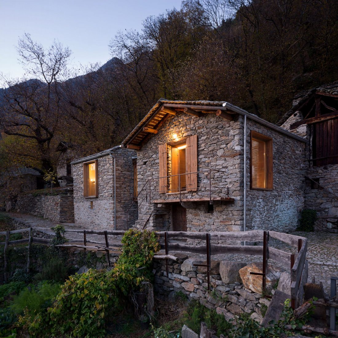 Реставрация старинного дома 16 века в Швейцарии по проекту Vudafieri Saverino Partners 1