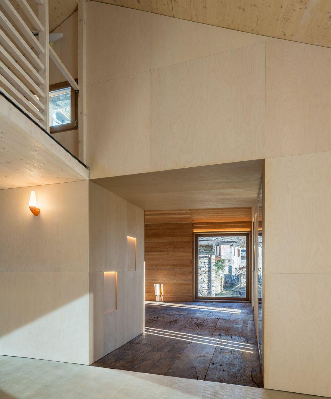 Реставрация старинного дома 16 века в Швейцарии по проекту Vudafieri Saverino Partners 11
