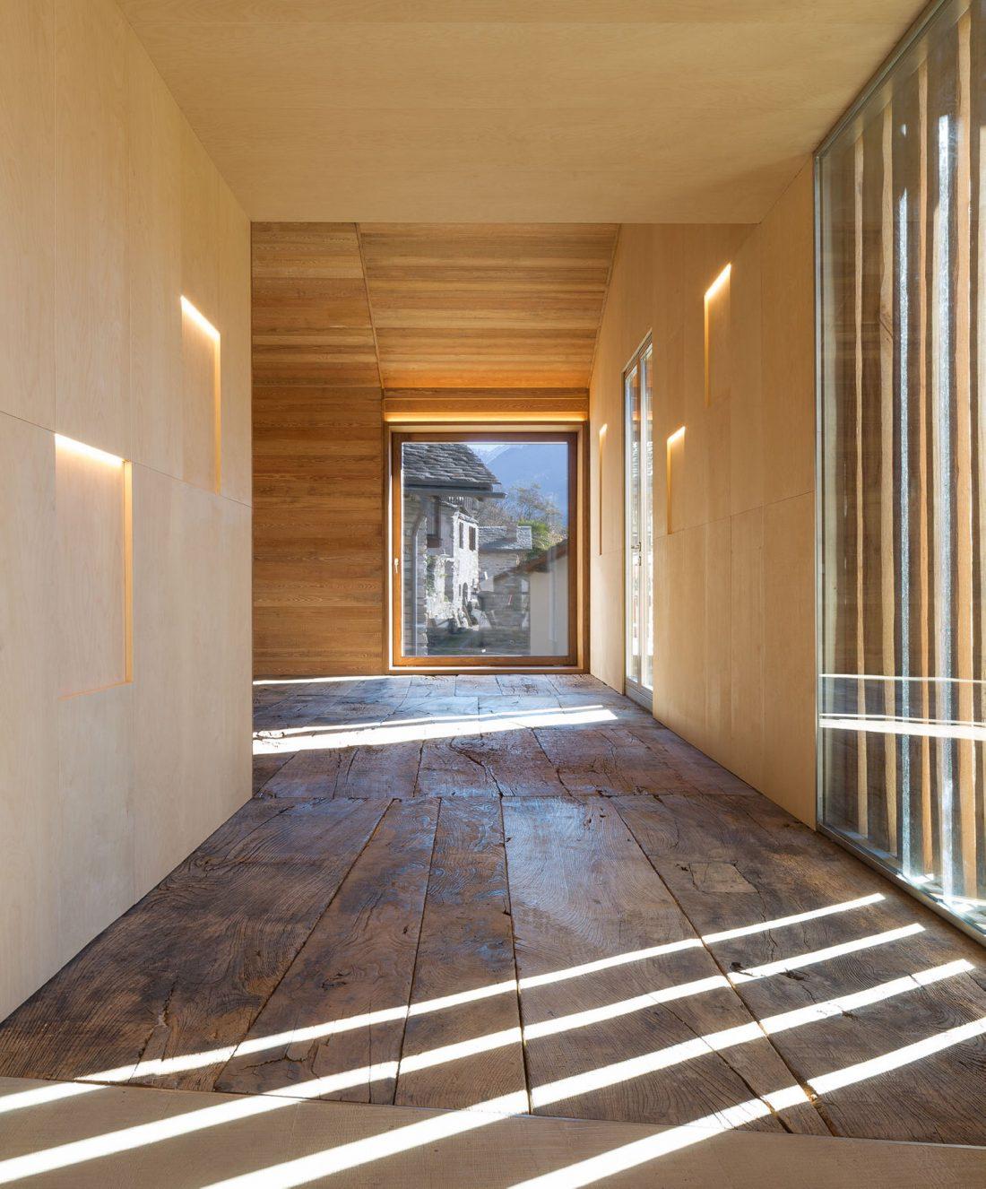 Реставрация старинного дома 16 века в Швейцарии по проекту Vudafieri Saverino Partners 12
