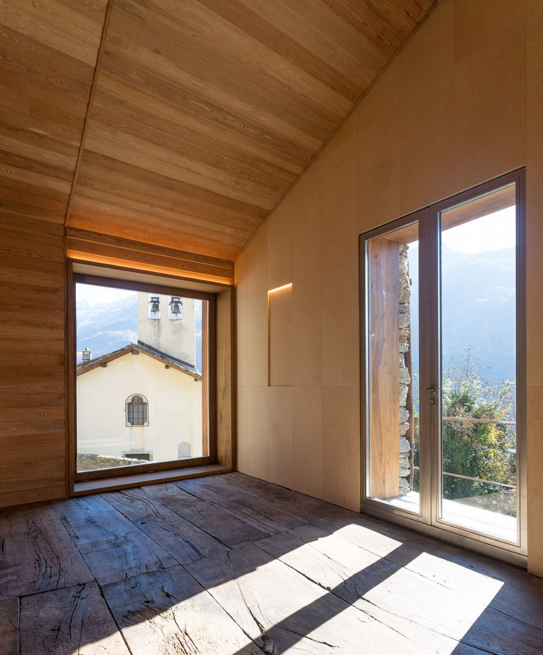 Реставрация старинного дома 16 века в Швейцарии по проекту Vudafieri Saverino Partners 17