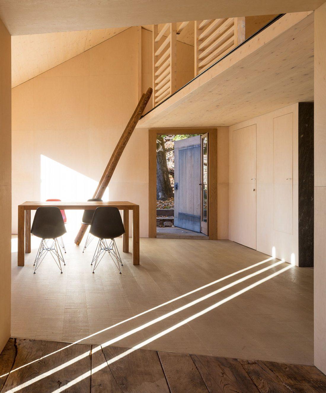 Реставрация старинного дома 16 века в Швейцарии по проекту Vudafieri Saverino Partners 18
