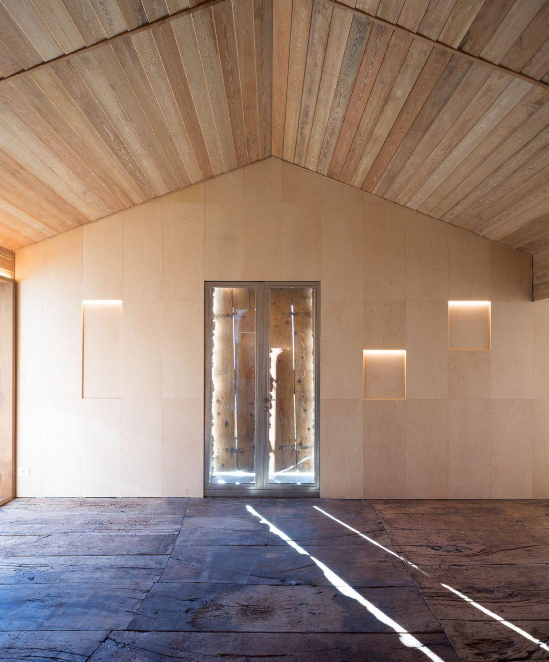 Реставрация старинного дома 16 века в Швейцарии по проекту Vudafieri Saverino Partners 9