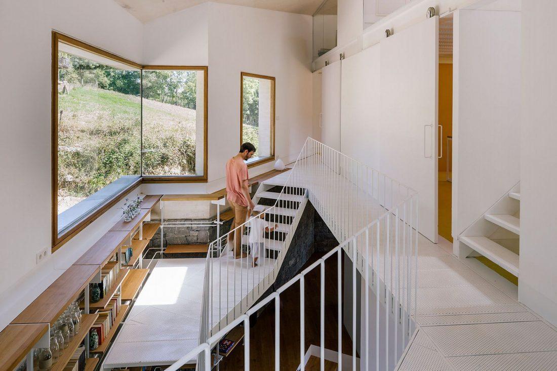 Современная резиденция Casa Tmolo из старой конюшни от студии PYO Arquitectos 12
