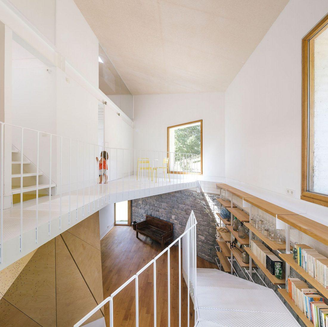Современная резиденция Casa Tmolo из старой конюшни от студии PYO Arquitectos 13