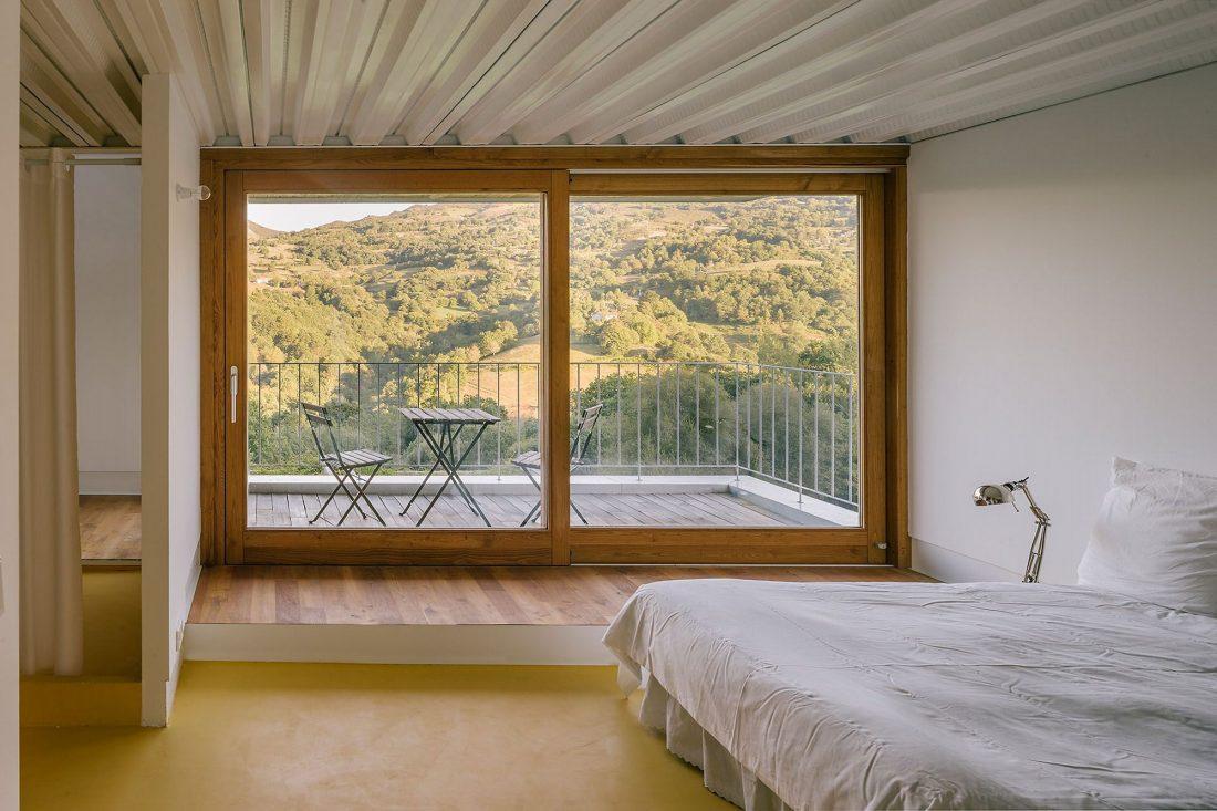 Современная резиденция Casa Tmolo из старой конюшни от студии PYO Arquitectos 15