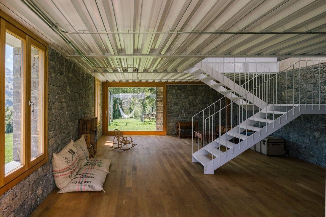 Современная резиденция Casa Tmolo из старой конюшни от студии PYO Arquitectos 19