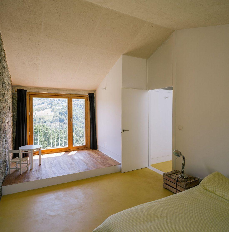 Современная резиденция Casa Tmolo из старой конюшни от студии PYO Arquitectos 20