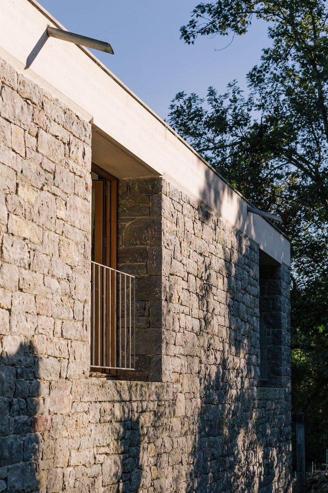 Современная резиденция Casa Tmolo из старой конюшни от студии PYO Arquitectos 5