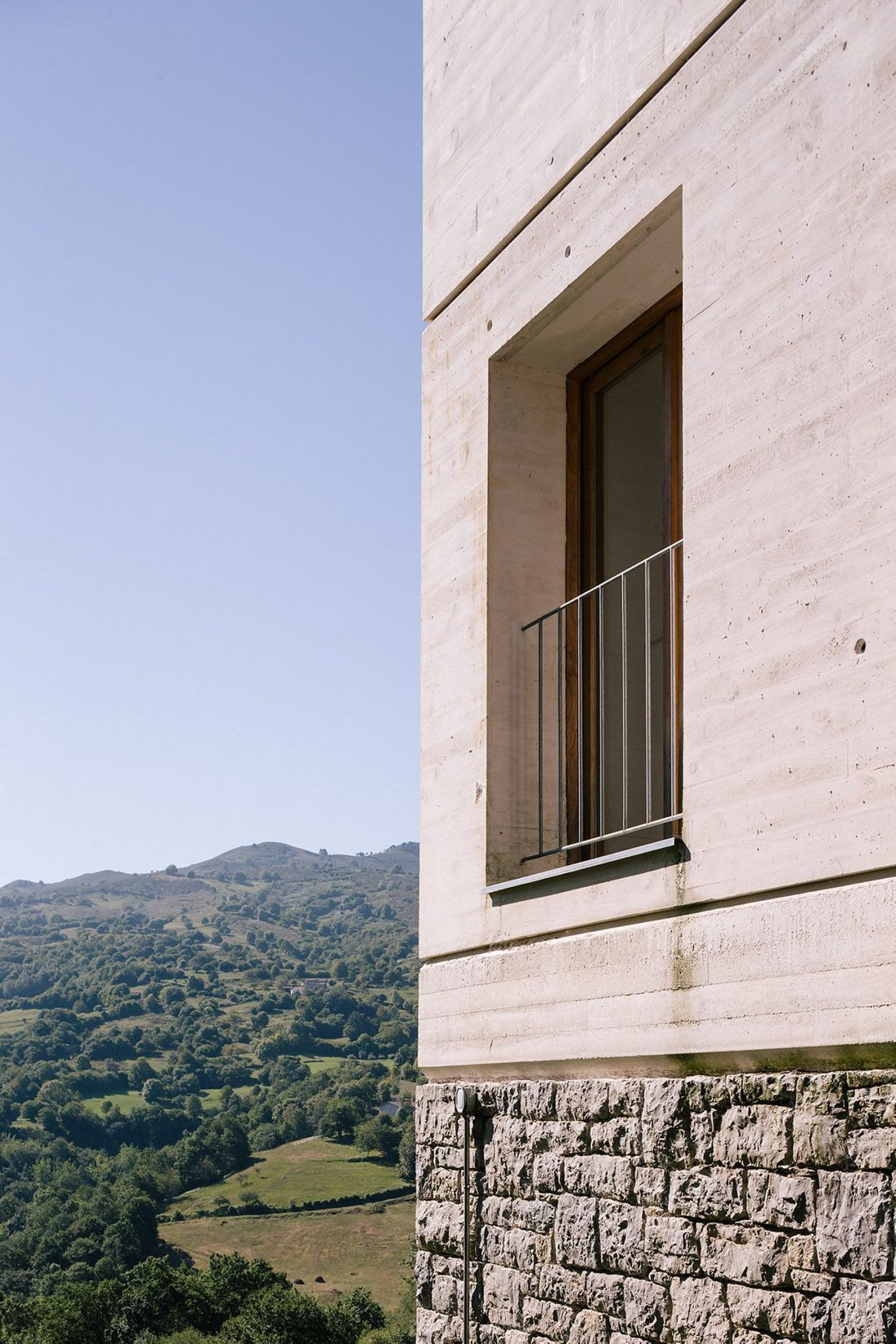 Современная резиденция Casa Tmolo из старой конюшни от студии PYO Arquitectos 6