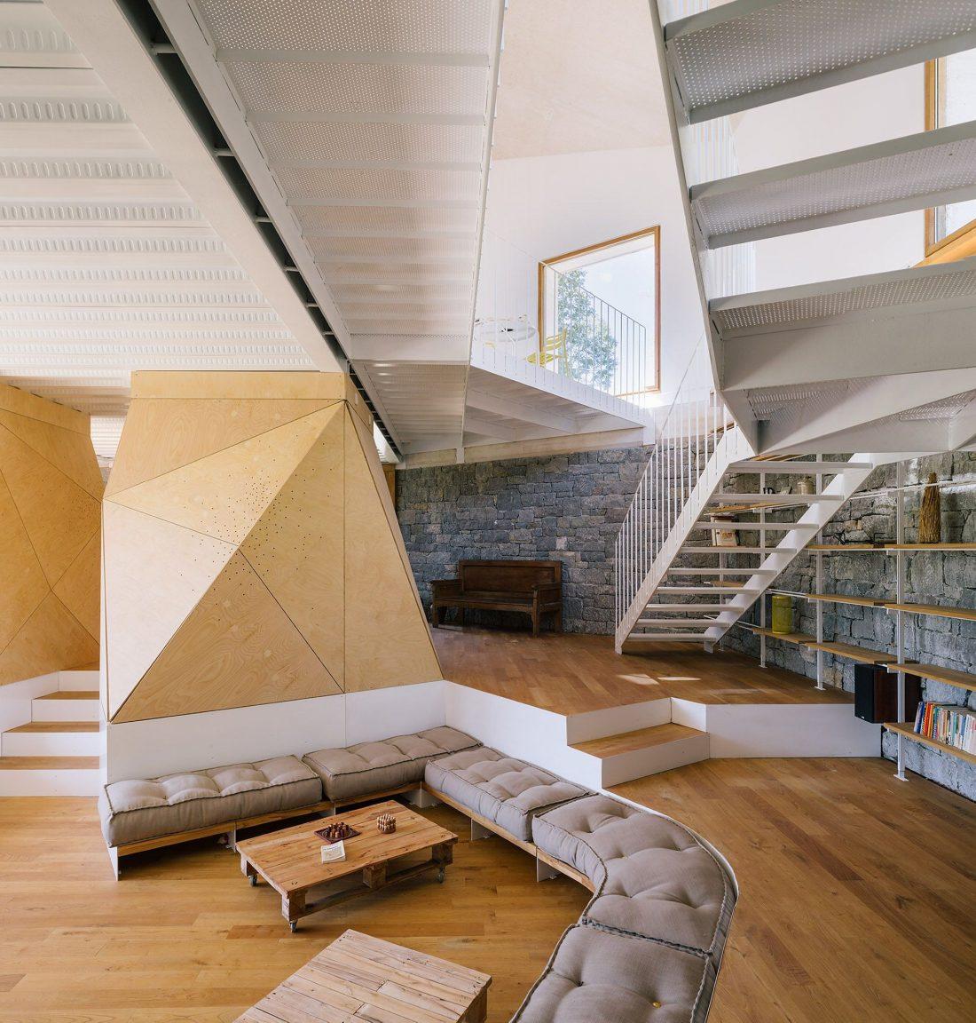 Современная резиденция Casa Tmolo из старой конюшни от студии PYO Arquitectos 9