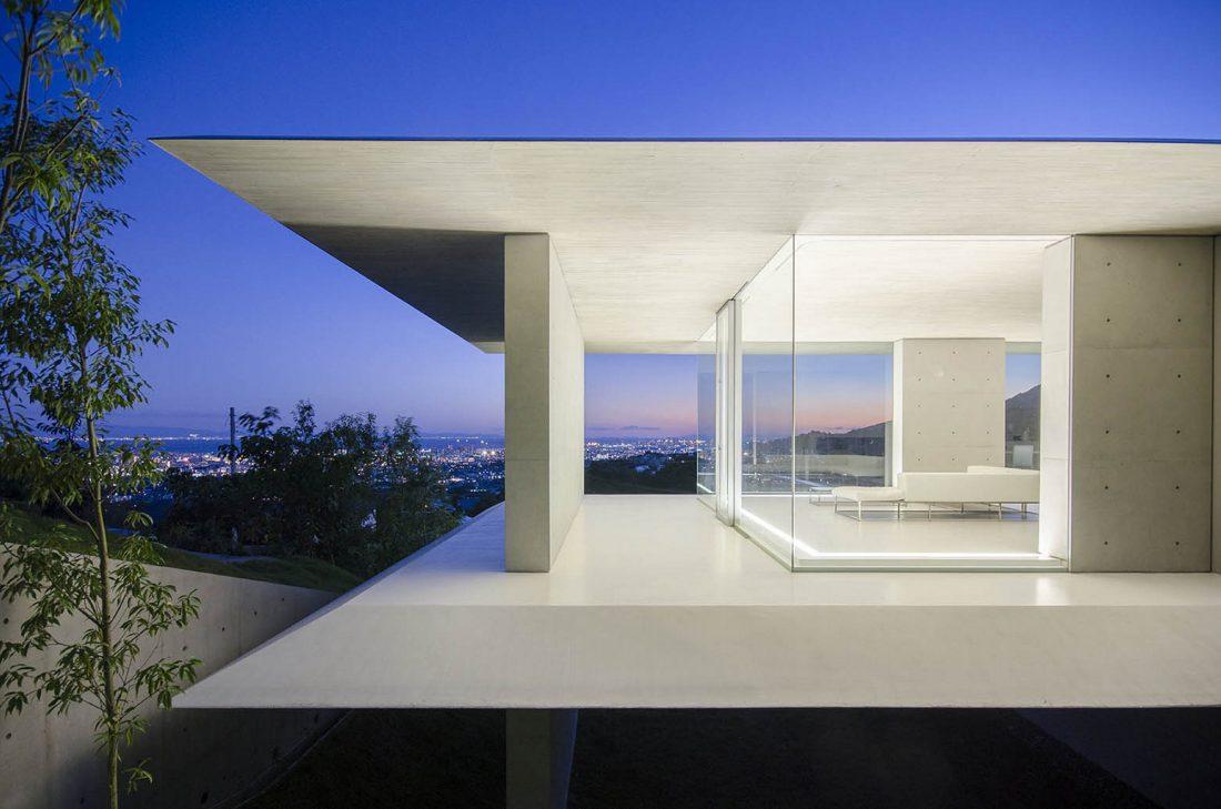 Ya-House - дом в стиле минимализма на склоне холма 3