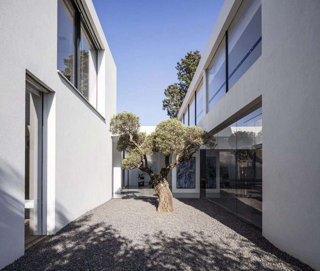 700-kvadratnyh-metrov-sveta-f-house-po-proektu-studii-pitsou-kedem-10