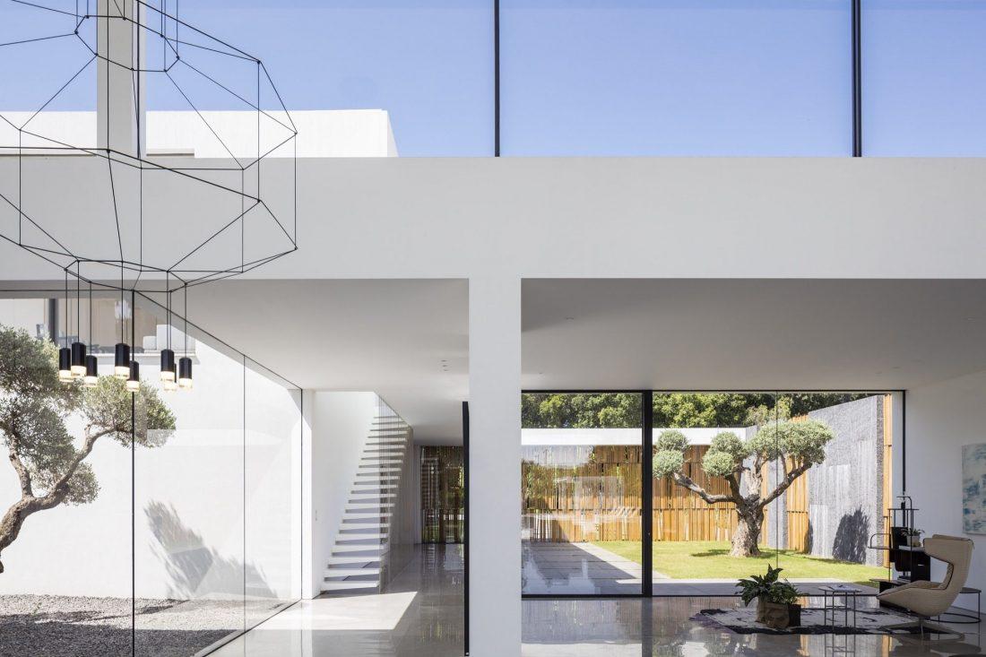 700-kvadratnyh-metrov-sveta-f-house-po-proektu-studii-pitsou-kedem-12