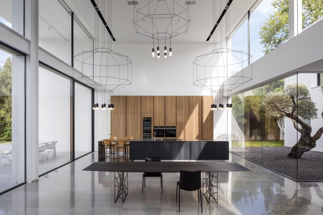 700-kvadratnyh-metrov-sveta-f-house-po-proektu-studii-pitsou-kedem-13