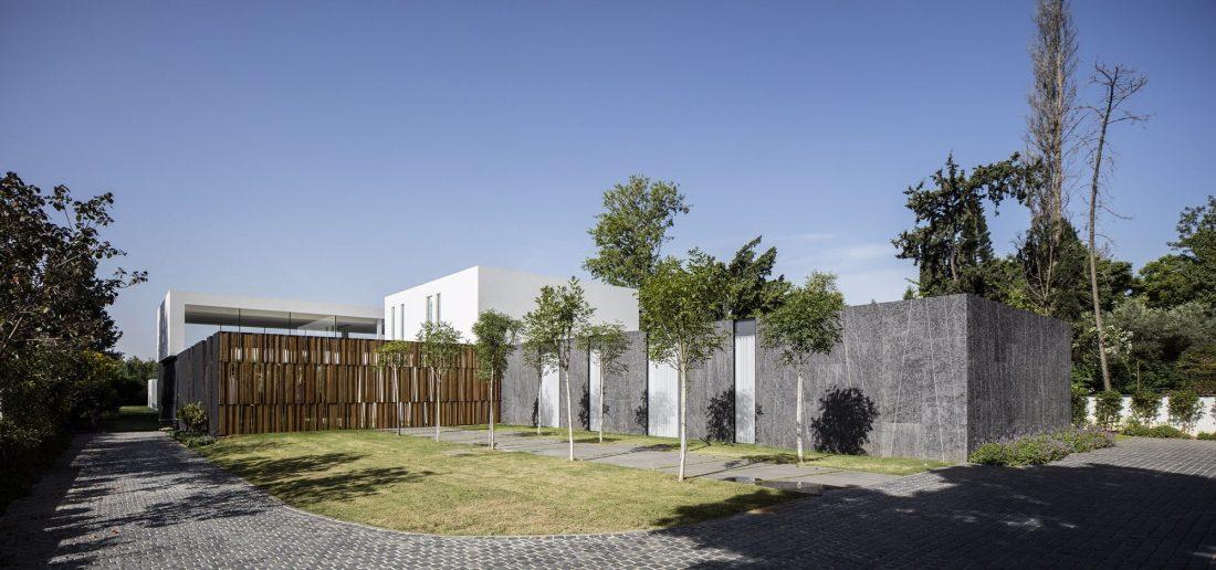 700-kvadratnyh-metrov-sveta-f-house-po-proektu-studii-pitsou-kedem-16