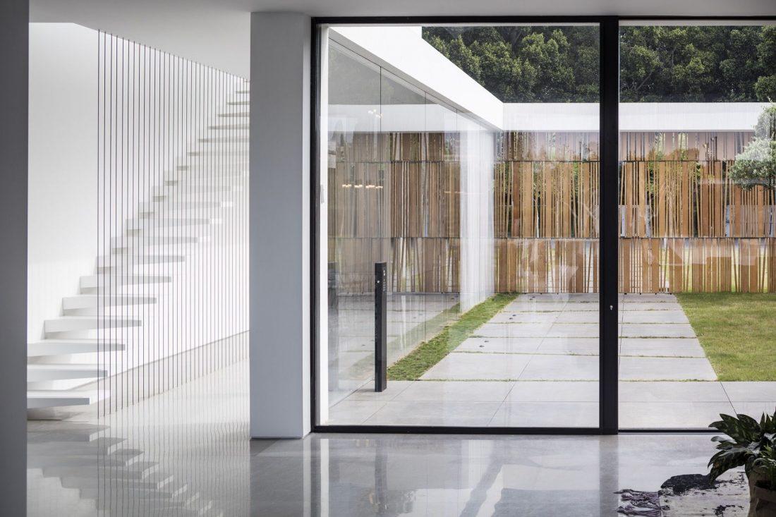 700-kvadratnyh-metrov-sveta-f-house-po-proektu-studii-pitsou-kedem-17