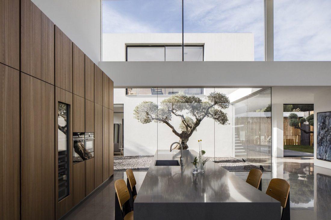 700-kvadratnyh-metrov-sveta-f-house-po-proektu-studii-pitsou-kedem-18
