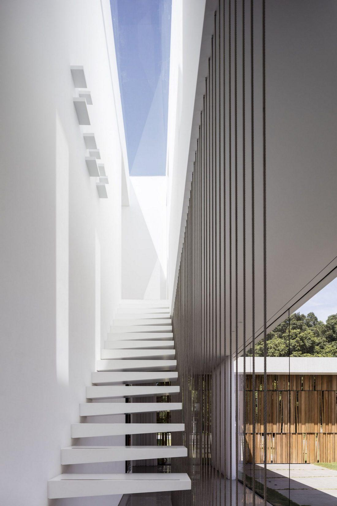 700-kvadratnyh-metrov-sveta-f-house-po-proektu-studii-pitsou-kedem-19
