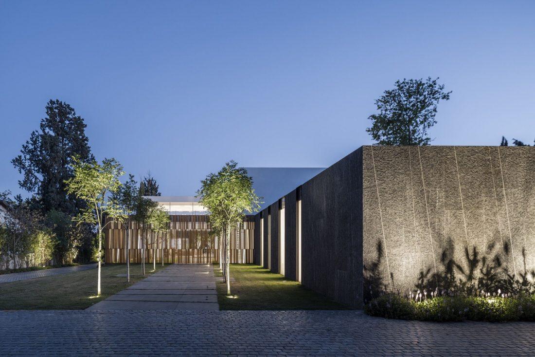 700-kvadratnyh-metrov-sveta-f-house-po-proektu-studii-pitsou-kedem-20