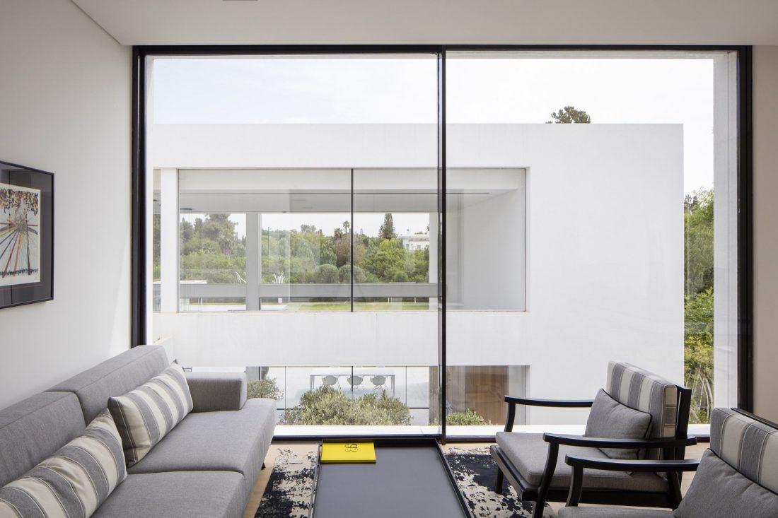 700-kvadratnyh-metrov-sveta-f-house-po-proektu-studii-pitsou-kedem-24