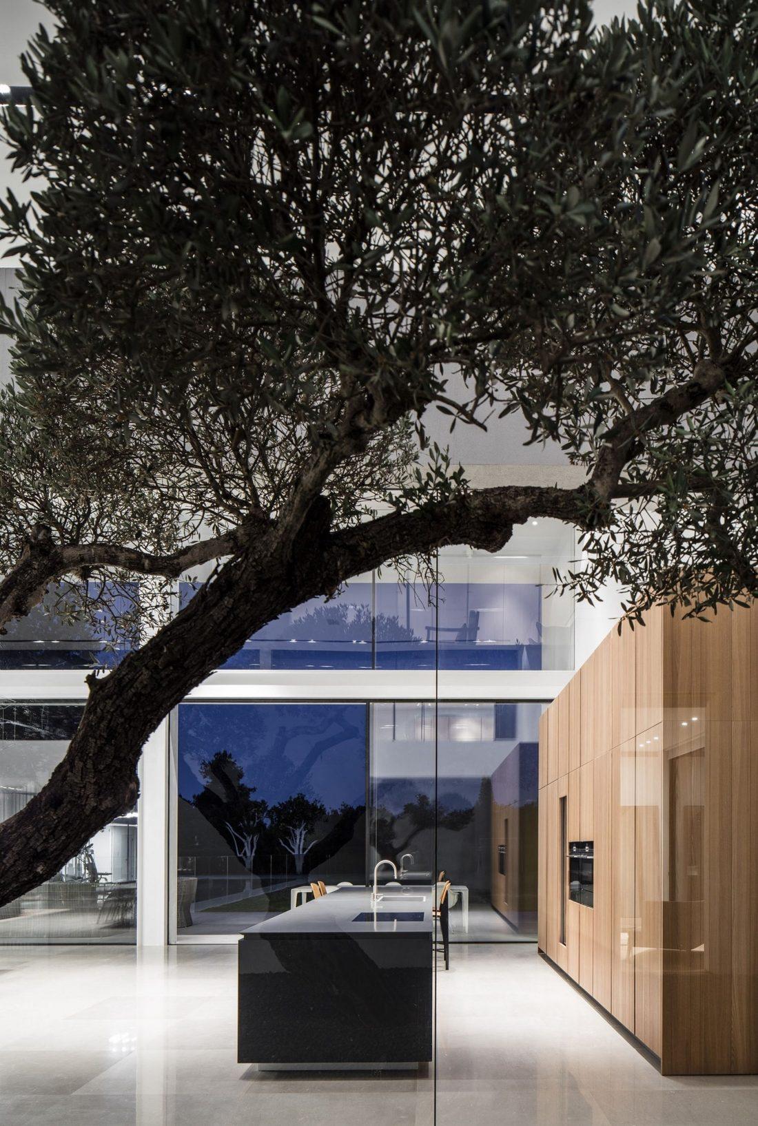 700-kvadratnyh-metrov-sveta-f-house-po-proektu-studii-pitsou-kedem-29