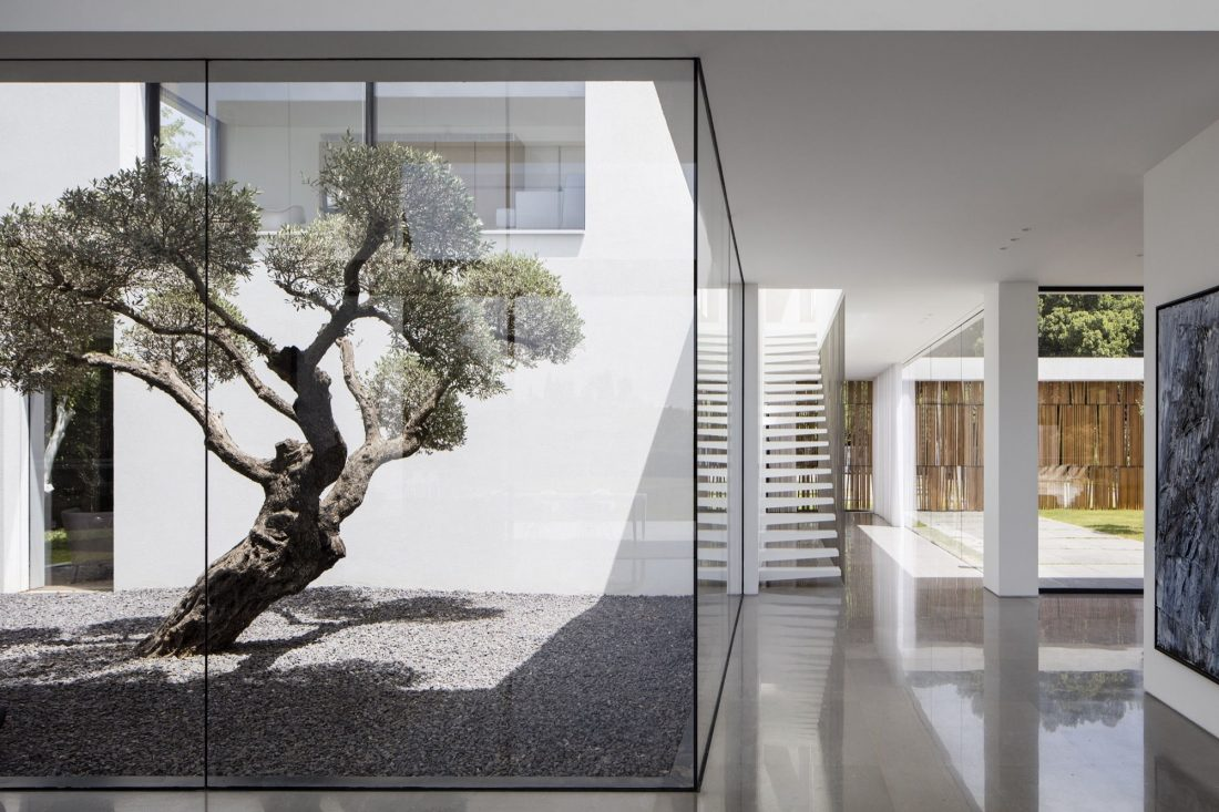 700-kvadratnyh-metrov-sveta-f-house-po-proektu-studii-pitsou-kedem-34