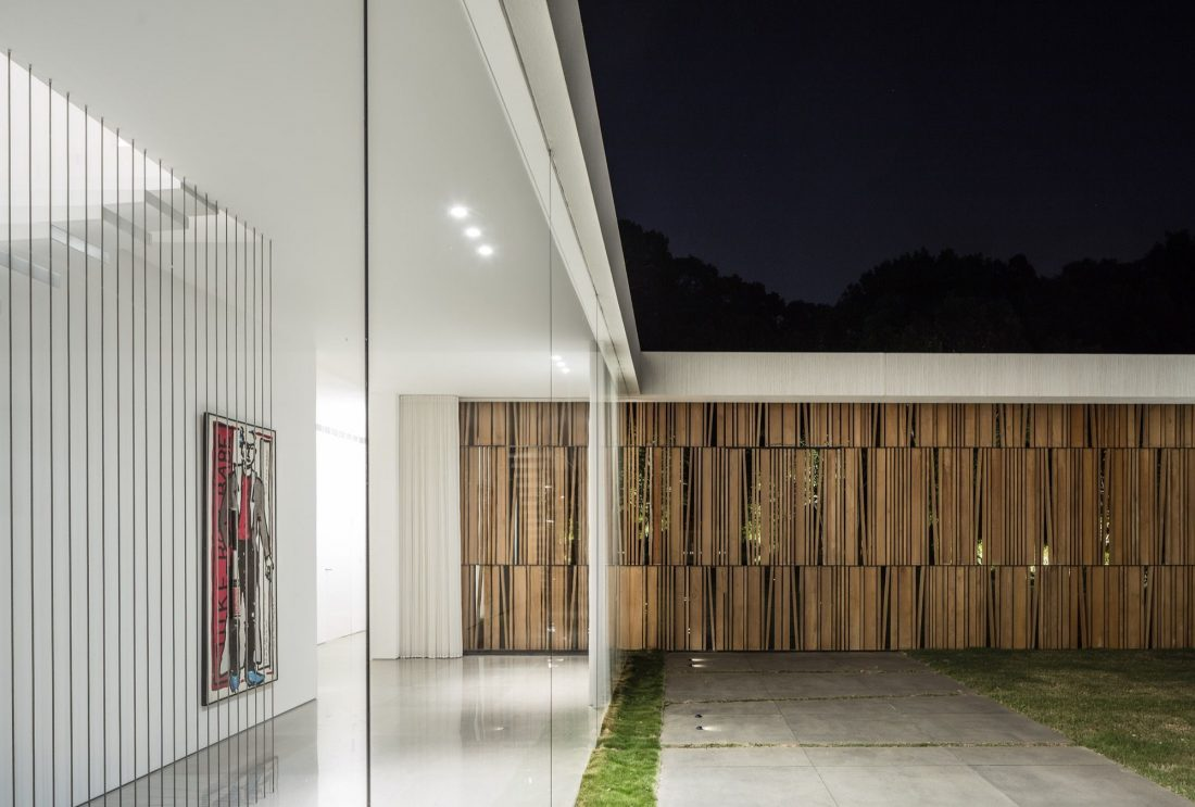 700-kvadratnyh-metrov-sveta-f-house-po-proektu-studii-pitsou-kedem-36