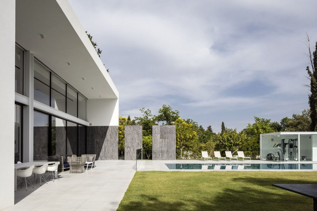 700-kvadratnyh-metrov-sveta-f-house-po-proektu-studii-pitsou-kedem-37