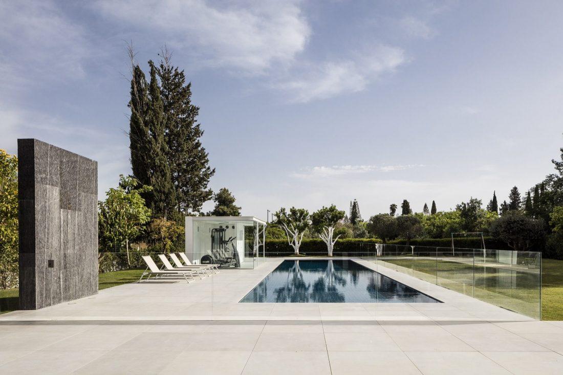 700-kvadratnyh-metrov-sveta-f-house-po-proektu-studii-pitsou-kedem-43