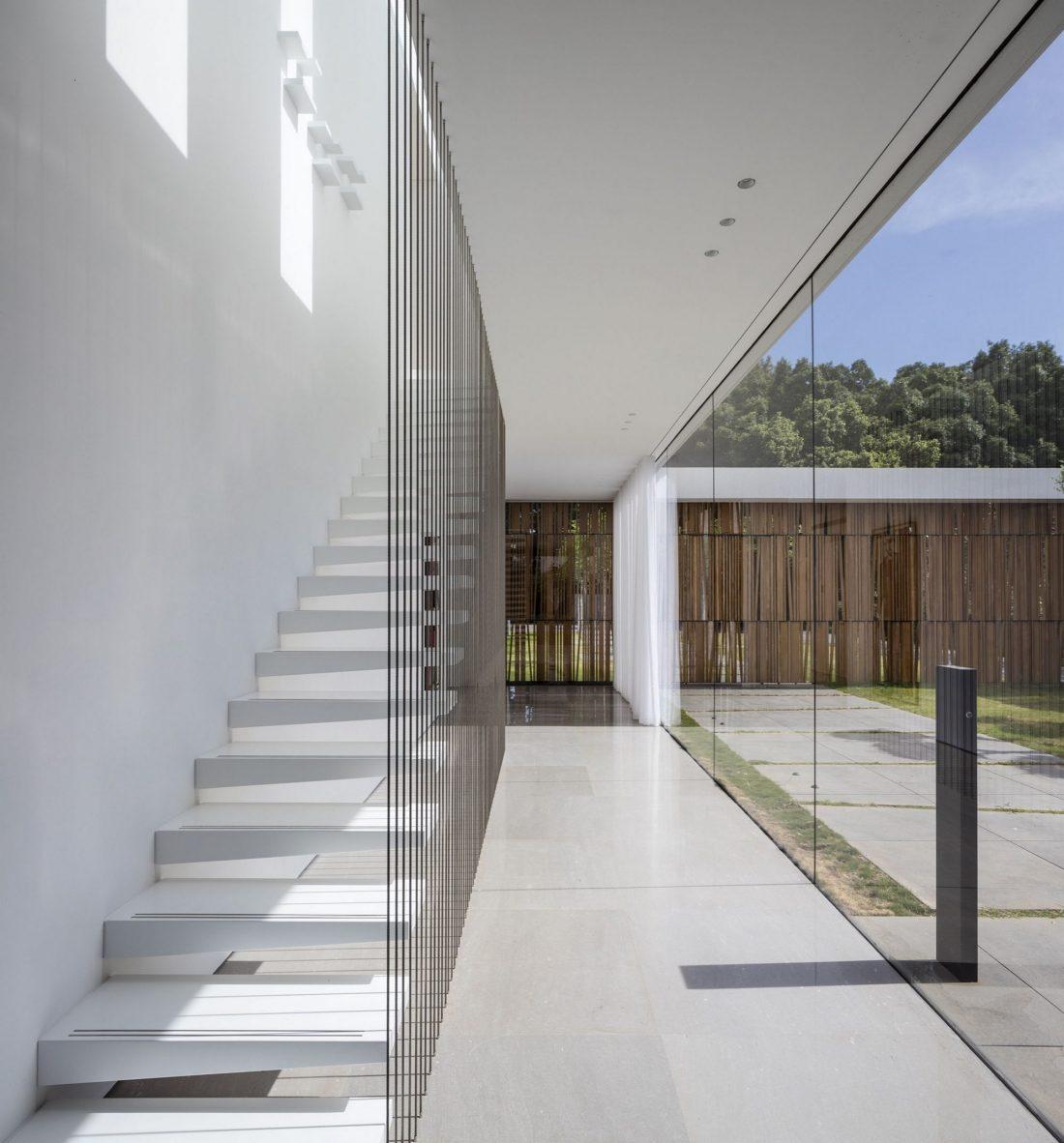 700-kvadratnyh-metrov-sveta-f-house-po-proektu-studii-pitsou-kedem-45