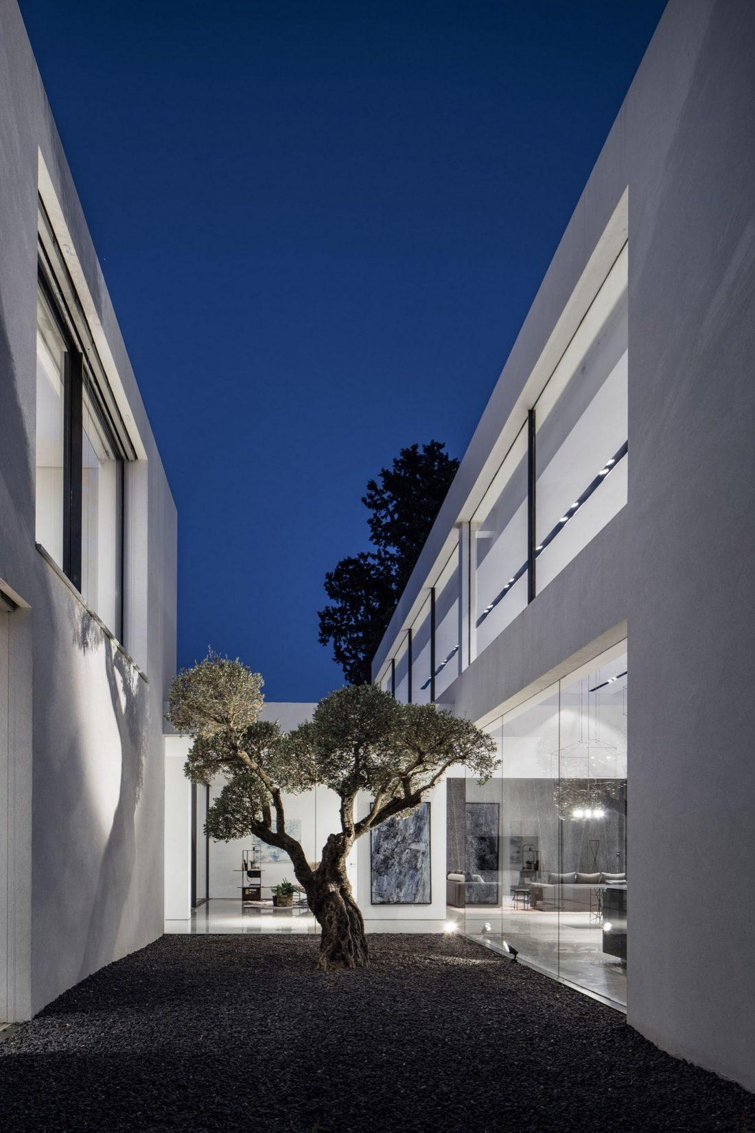 700-kvadratnyh-metrov-sveta-f-house-po-proektu-studii-pitsou-kedem-5