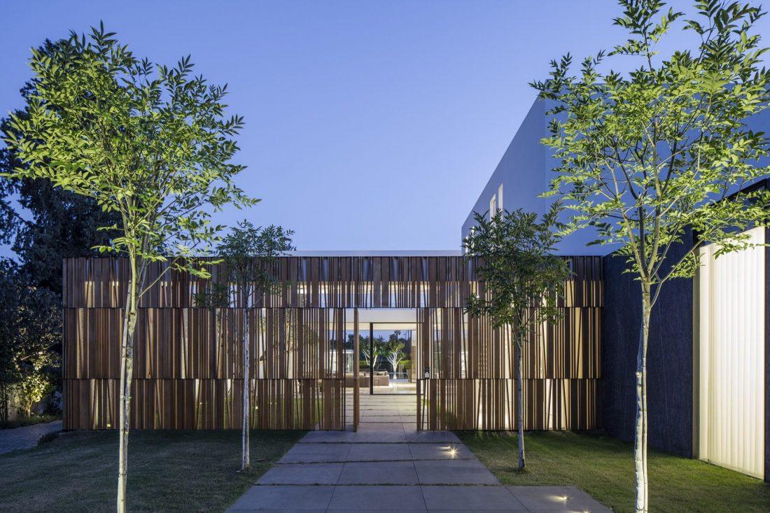 700-kvadratnyh-metrov-sveta-f-house-po-proektu-studii-pitsou-kedem-7