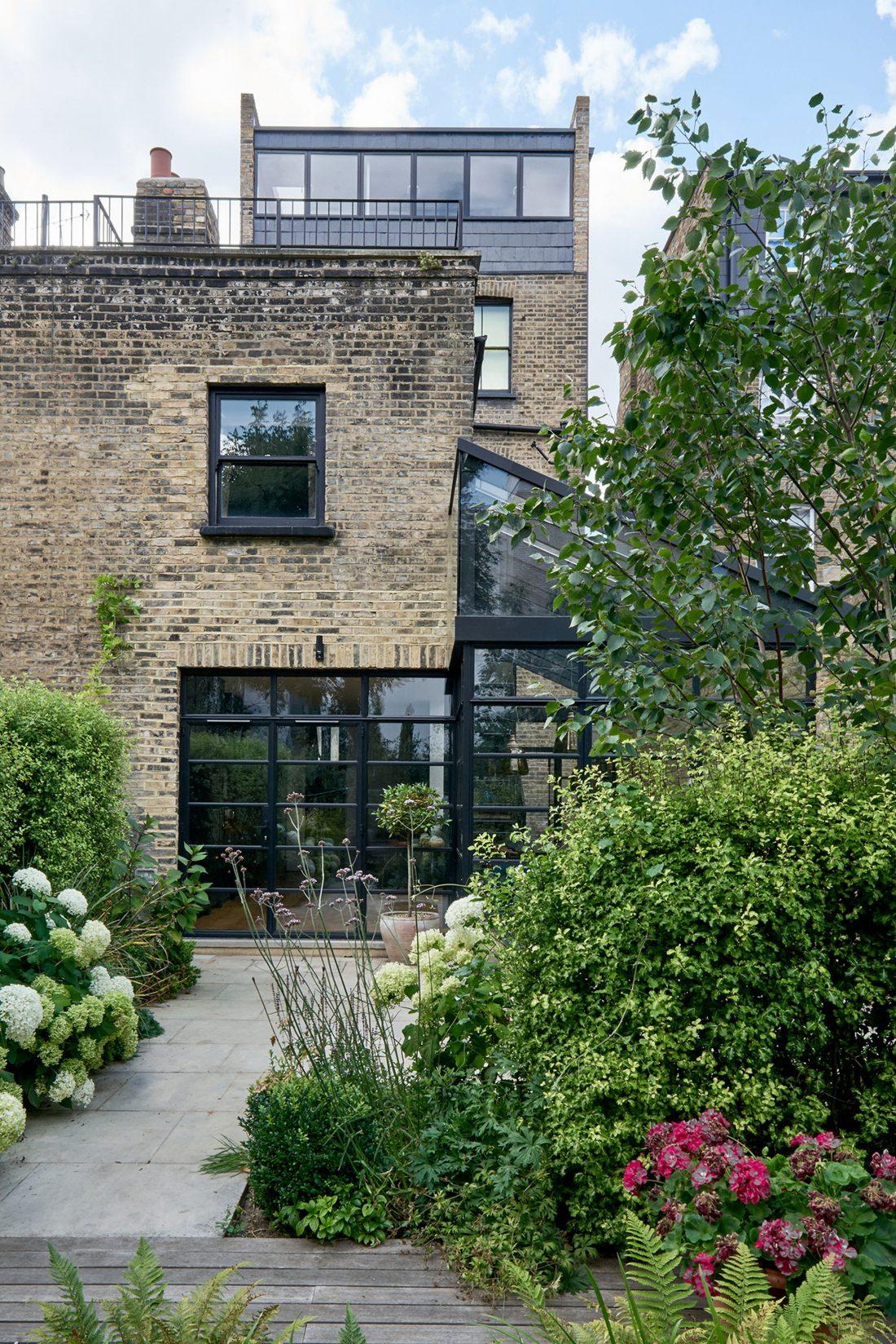 rekonstruktsiya-doma-v-londone-po-proektu-blee-halligan-4