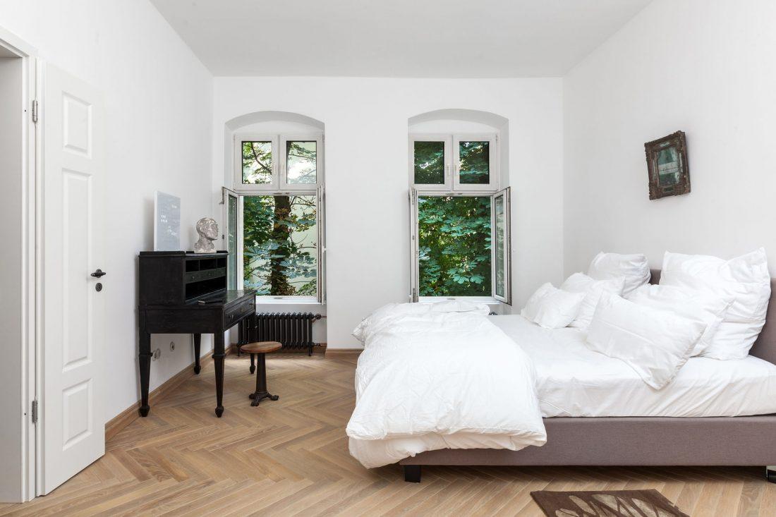 Стиль минимализм в интерьере спальни 24